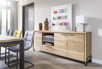 """<a href=""""/hh/stoelen/eetkamerstoelen/"""">Eetkamerstoel</a> Kate heeft een modern design en komt goed tot zijn recht in een eigentijds interieur. De eetkamerstoel is voorzien van een metalen frame en heeft een comfortabele kuip. Hierdoor heeft de stoel een hoog zitcomfort. Naast stof is de Kate eetkamerstoel ook beschikbaar in verschillende soorten kunstleder die niet van echt te onderscheiden zijn. Bovendien kan de stoel geleverd worden in meerdere kleuren. Door verschillende kleuren met elkaar te combineren, kun je een speels effect creëren rondom de eetkamertafel. We houden de zes meest bestelde kleuren Moreno kunstleder op voorraad. Daarom is deze extra voordelig en bovendien snel leverbaar."""