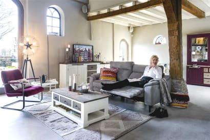 Décoration du salon : faut-il choisir des meubles assortis ou mélanger les styles ?