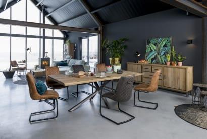 Choisir une grande table conviviale pour une salle à manger chaleureuse