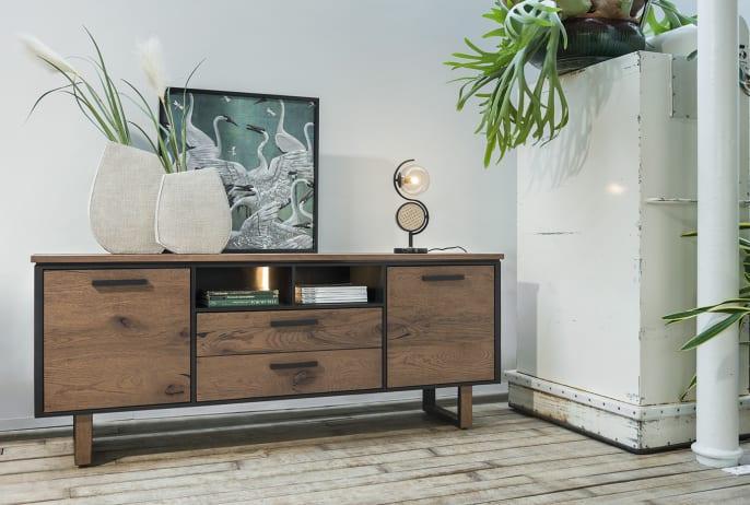 Vaisselier : le grand retour d'un meuble de salon oublié