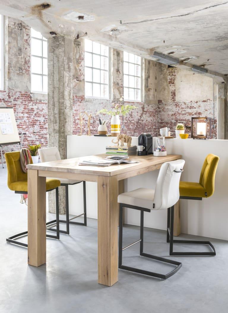 Optimiser son espace cuisine : la table de bar et ses atouts