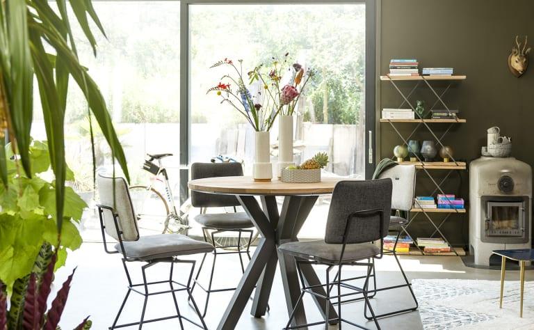 So integrierst du ein Tresenstuhl in dein Interieur
